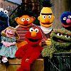 """Da tanzen die Puppen: Anne Hathaway in der """"Sesamstraße""""?"""