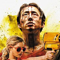 """Brutal spaßig: Steven Yeun schlägt sich durch den """"Mayhem""""-Trailer"""