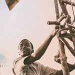 Netflix ködert Ron Howard, zeigt Trailer zum Ejiofor-Regiedebüt