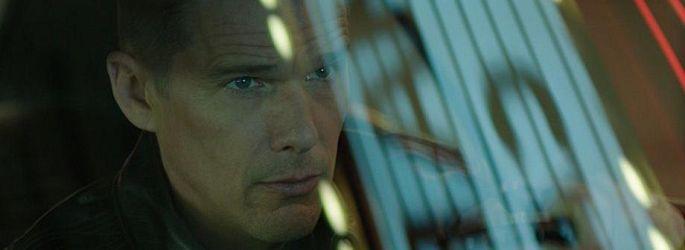 "Frustrierter Ethan Hawke steuert Drohnen im ""Good Kill""-Trailer"