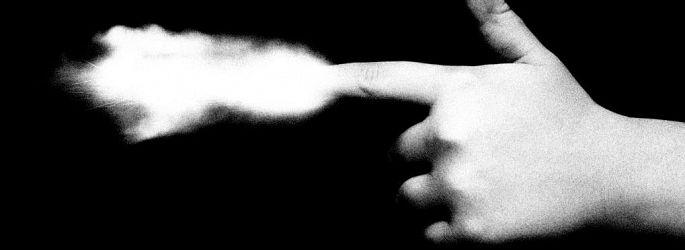 Horror vs. Crime: Neue Trailer mit Emilia Clarke & Ron Perlman