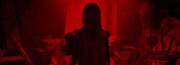 """Spiegel & Dämon: Bewährter Horror im """"Behind You""""-Trailer"""