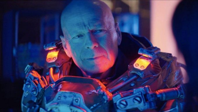 "Bild 1:Action: Bruce Willis in ""Reactor"" & Liam Neesons ""Honest Thief"""