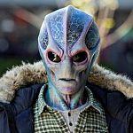 """Schiffbruch auf der Erde: Alan Tudyk führt """"Resident Alien""""-Adaption an"""