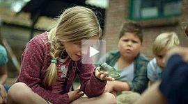 Hilfe, unser Lehrer ist ein Frosch Trailer