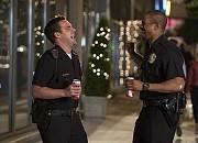 "Filmgalerie zu ""Let's Be Cops - Die Party Bullen"""